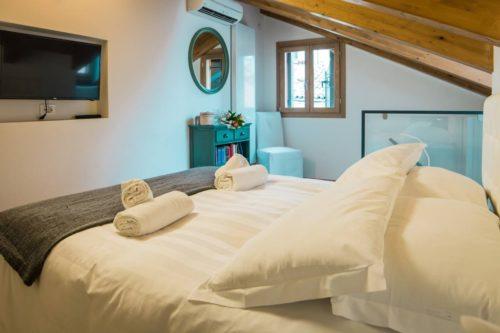 Romantic Rialto Tower Suite